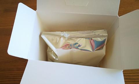 お菓子の箱をあけると?