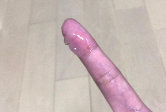 指で濃い美容液を触った感じ