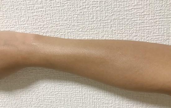 ボディローションを腕に塗りました