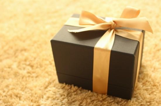 プレゼントの中にこっそりと