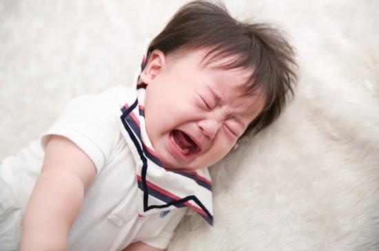 夜泣きする子供