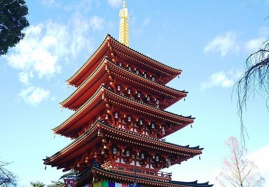 晴天に映える5重の塔