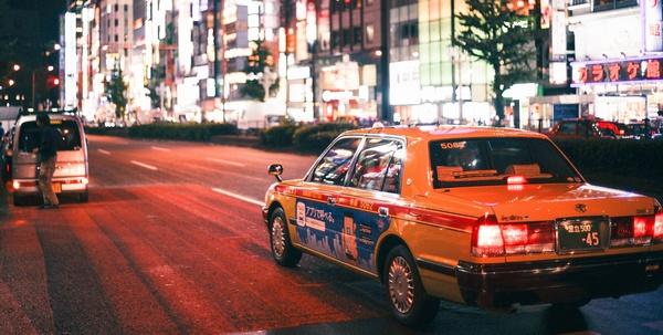 遅延の為タクシーで移動