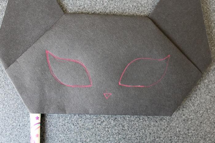 黒猫のお面の切り抜き