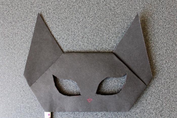 黒猫のお面の切り抜き成功!