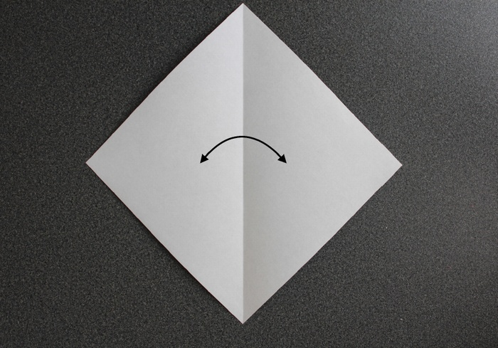 折り紙で帽子の作り方1