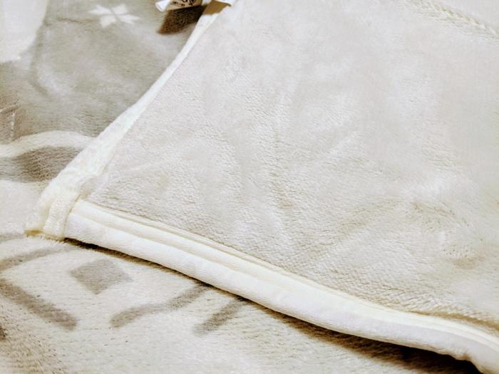 ニトリふわふわの裏地毛布