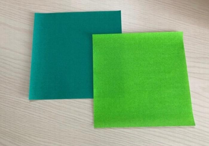 笹の葉をイメージした折り紙を用意