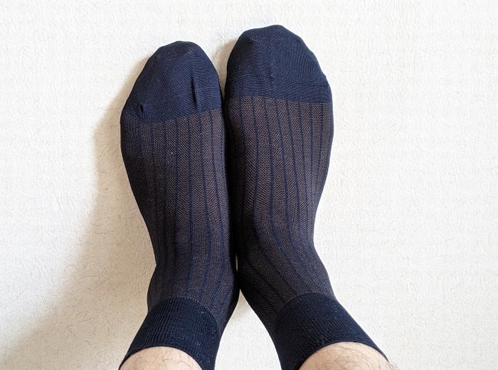 左右に履いたタビオの靴下