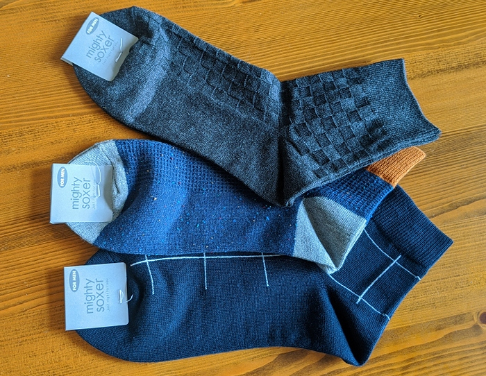 3足1000円の靴下